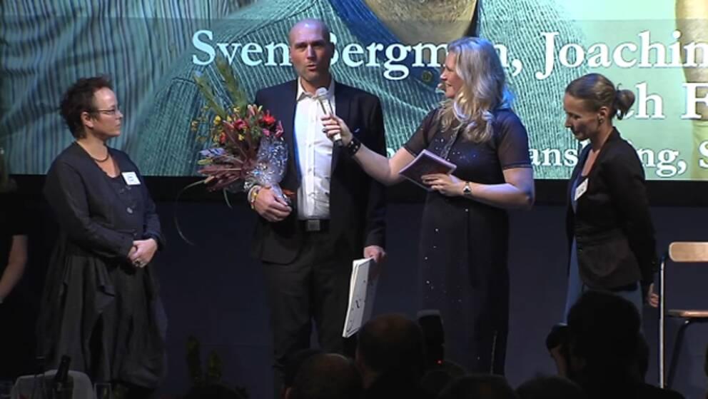 Joachim Dyfvermark tog emot pris för Årets avslöjande (om Telia Soneras affärer).