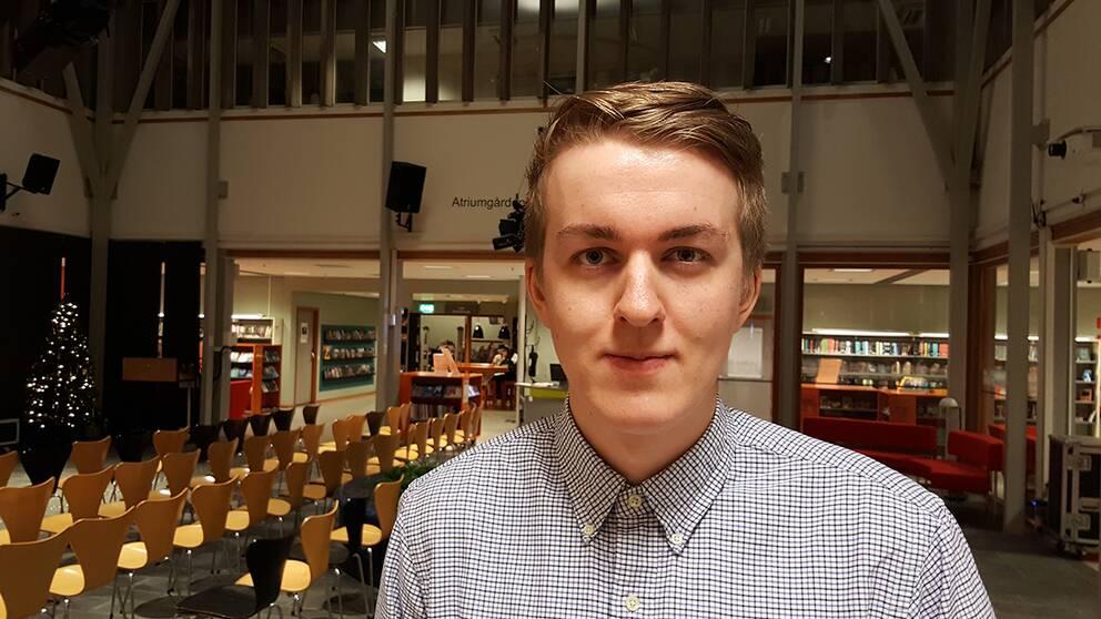 Philip Mårtensson är försiktigt positiv till den nya lagen som innebär att kommunen måste hjälpa personer med spelberoende.