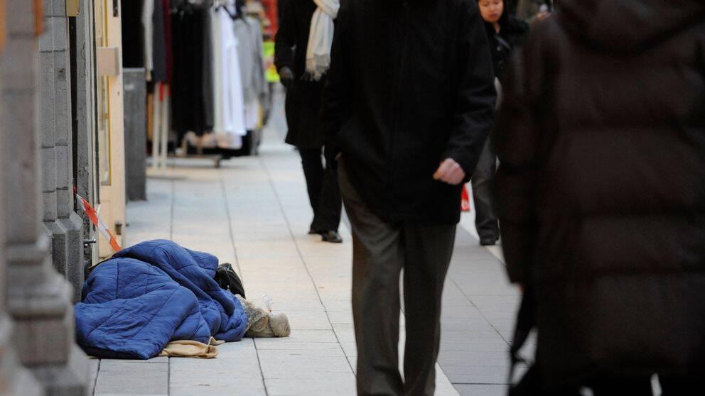 Hemlös person på gata i Stockholm.