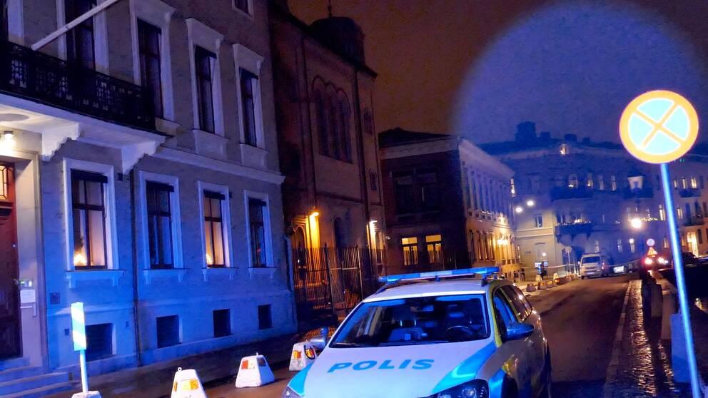 Polisavspärrning framför synagogan i Göteborg.