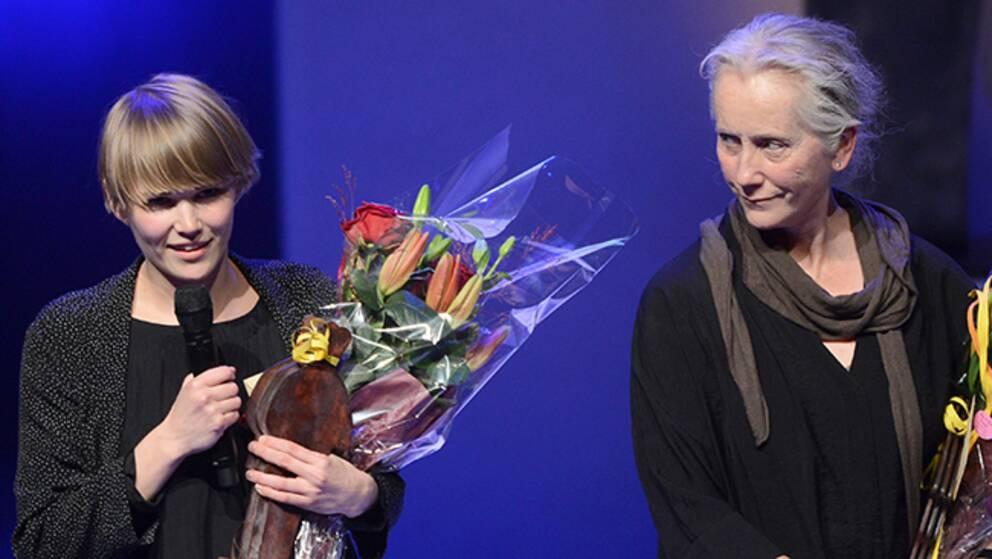 Ellen Karlsson och Eva Lindström på scen.
