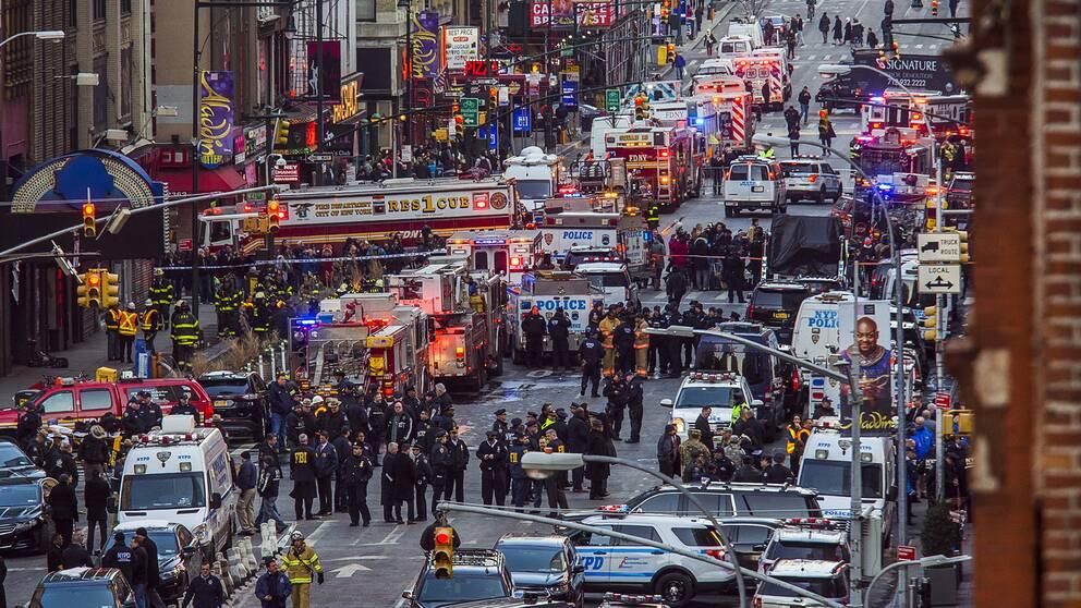 Massvis med folk på gatan efter explosionen i New York