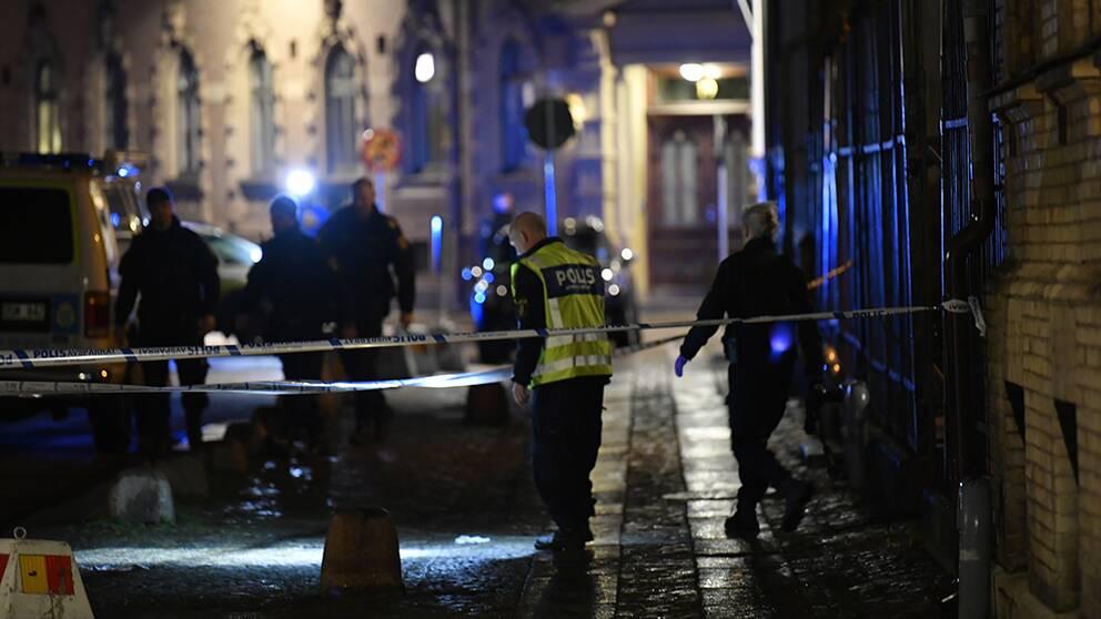 synagogan och avspärrningar och polis