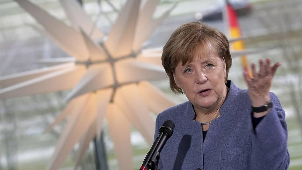 Angela Merkel gör ett nytt försök att hitta en regeringspartner.