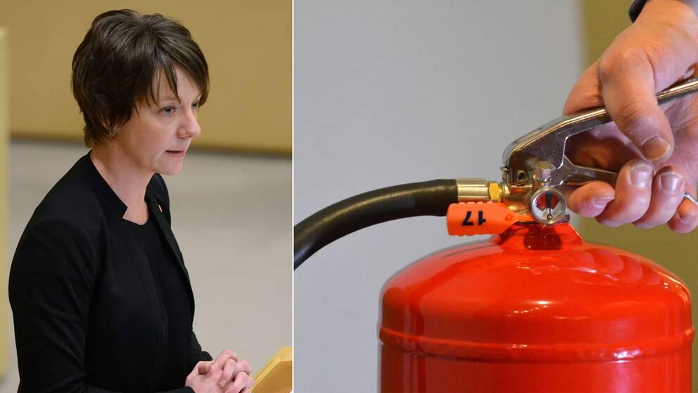 Till vänster Matilda Ernkrans (S) i talarstolen. Till höger en hand som håller i en brandsläckare.