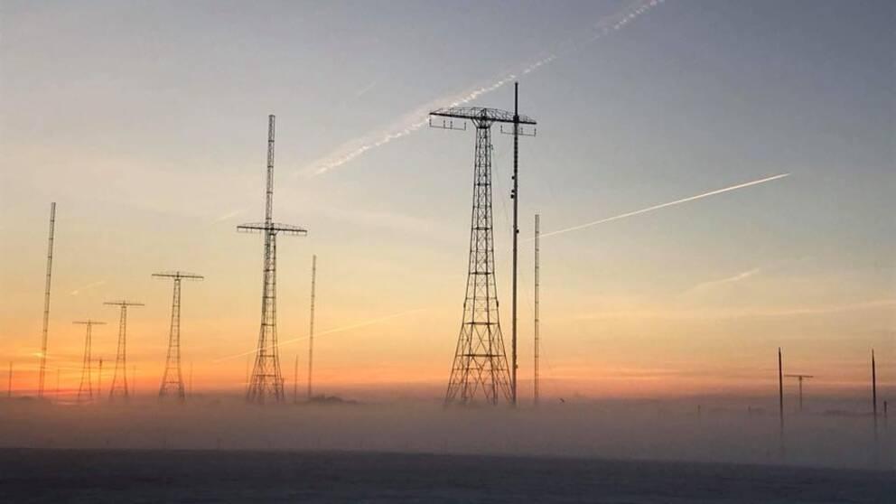 Dimma och solnedgång vid radiomasterna i Grimeton