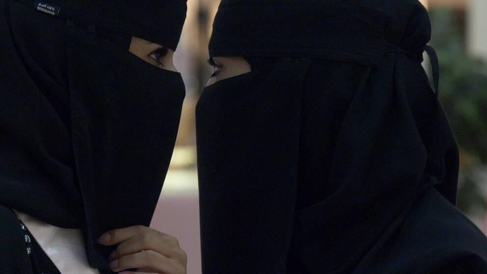 Två saudiska kvinnor.