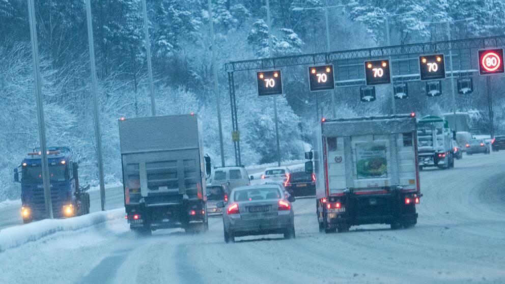 Bilkö i snö.