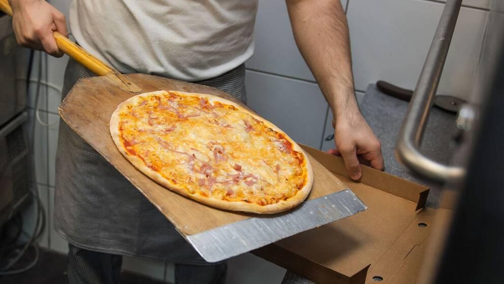 En pizza.