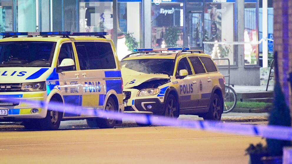 Den skadade polisbilen.