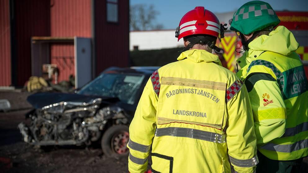 Brandmän hotas av fyrverkeri och bangers när de rycker ut vid larm i Landskrona.