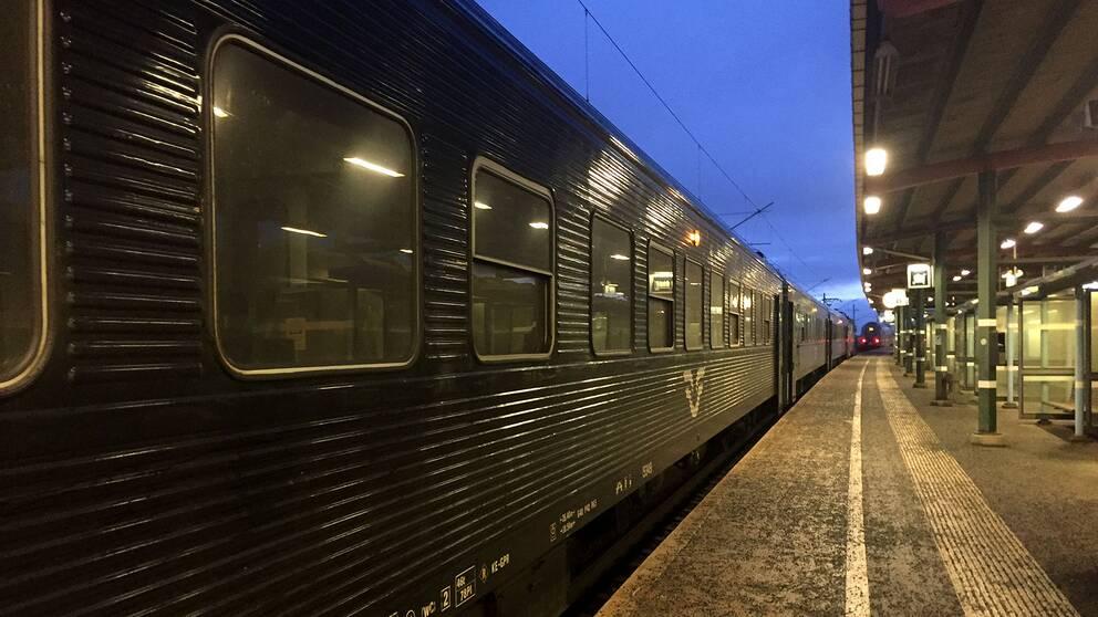 Det är stopp i tågtrafiken mellan Södertälje syd och Läggesta efter en olycka.