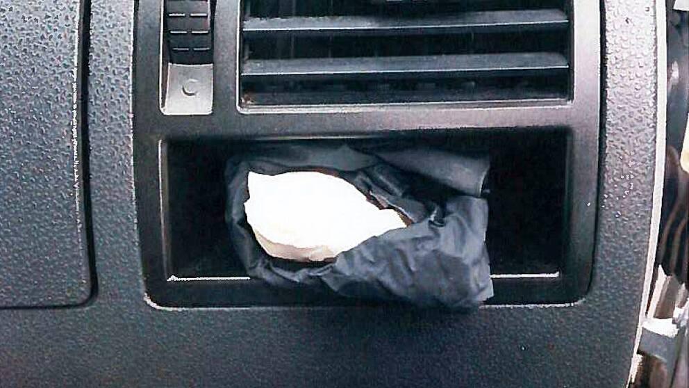 amfetamin i handskfacket på en bil