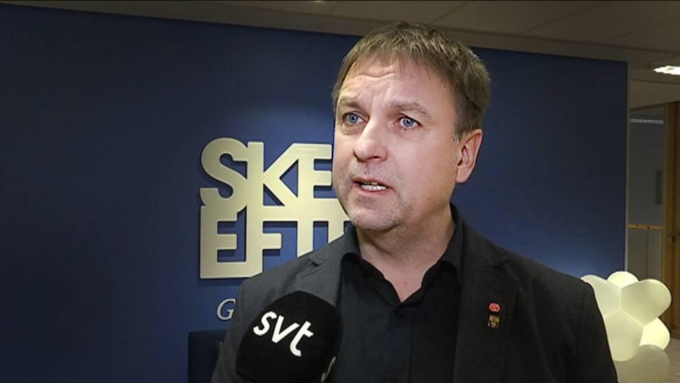 Samuelsson fortsatter