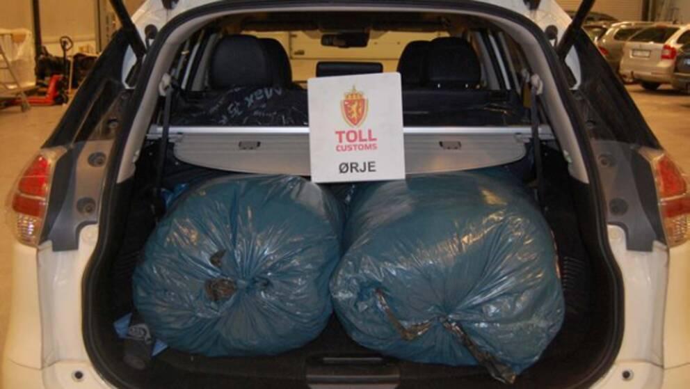Säckarna innehöll inte kläder, utan 94 kilogram knark.