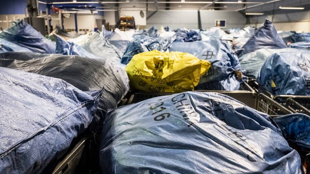 120.000 av de 150.000 paket som kommer till Arlanda från andra länder varje dag kommer från Kina.