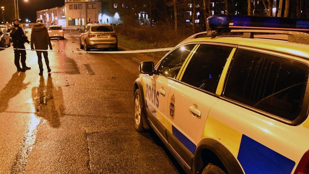 Två personer sköts på fredagskvällen i området Närlunda i Helsingborg.