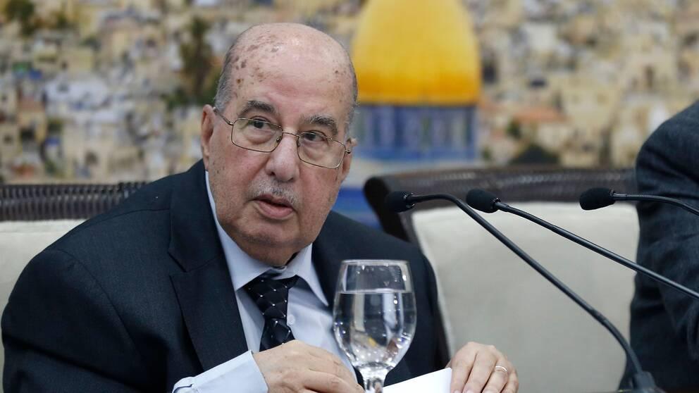 Salim Zaanoun från Palestinska centralrådet läser upp rådets uttalande under tisdagen.