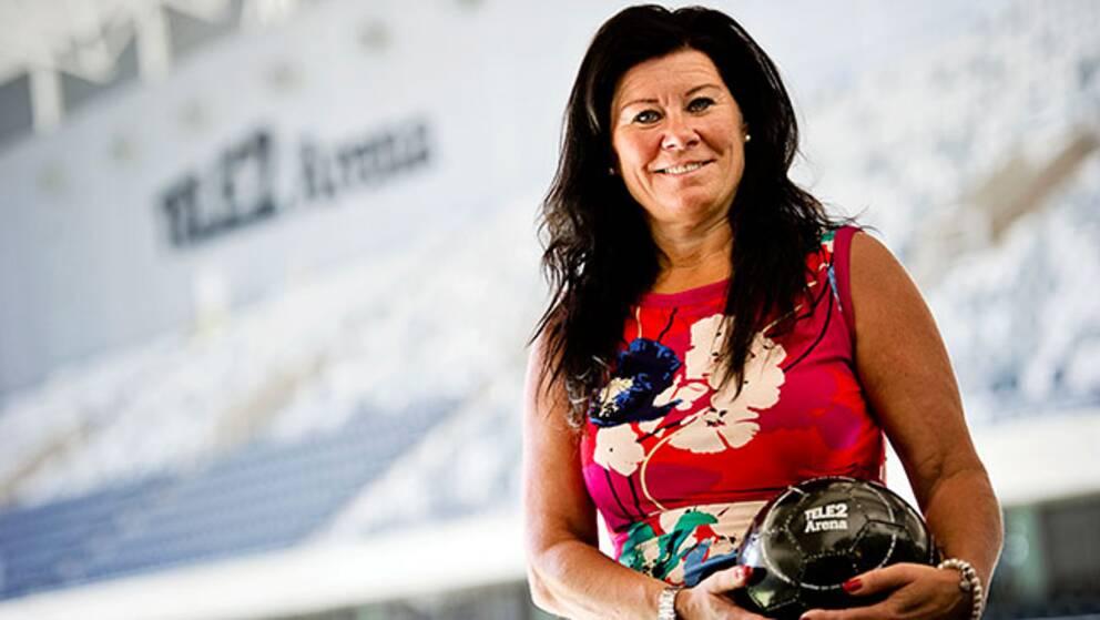 Ninna Engberg, vd på Tele2 arena, tycker att anläggningen passar bra för såväl fotbollsmatcher som konserter.