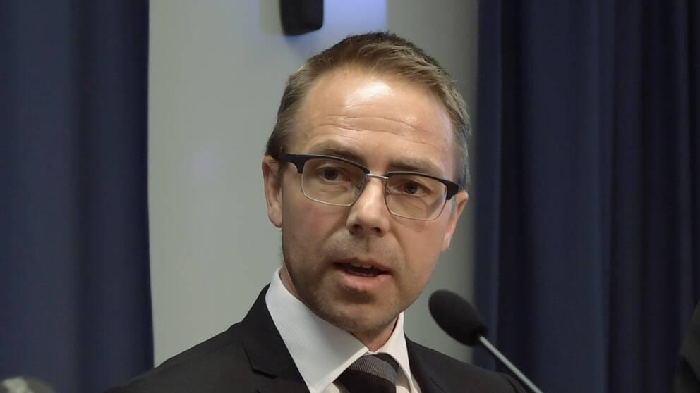 Vice chefsåklagare Hans Ihrman hävdar att Anna Lindstedt brutit mot UD:s instruktioner när det gäller fallet med den fängslade Gui Minhai.