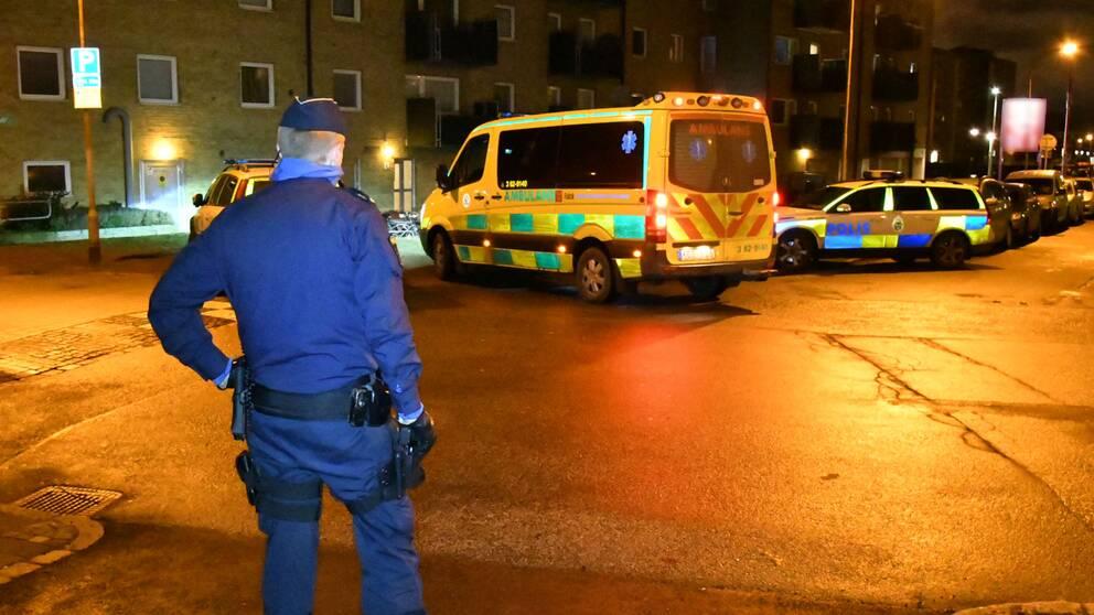 Polis vis platsen för den senare skottlossningen, där en man skadades lindrigt.