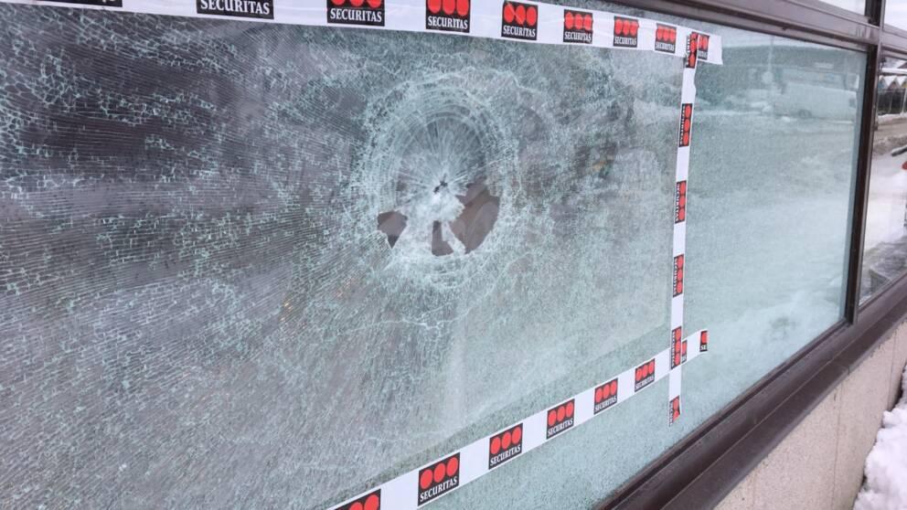 krossade fönster, gnesta
