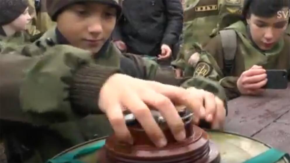 Barn får lära sig desarmera bomber och minor