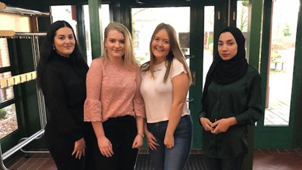 Amanda Salonen, Emma Wildt, Maja Rubin och Safaa Fadhil ska testa på att vara riksdagsmän under en dag.