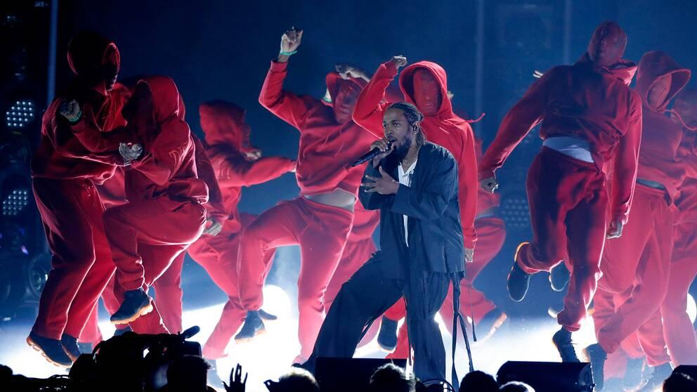 Kendrick Lamar uppträder på Grammy-galan 2018.