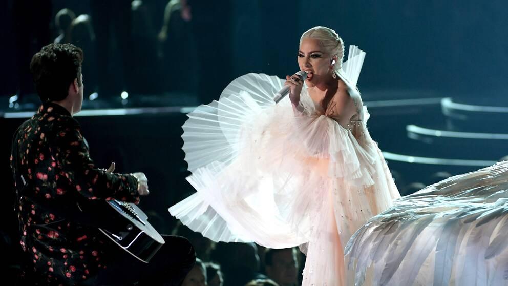 Här uppträder Lady Gaga vid Grammy Awards i Madison Square Garden, New York.