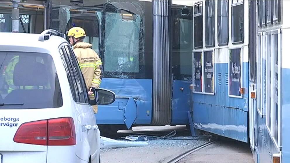 Flera skadade i krock med sparvagn