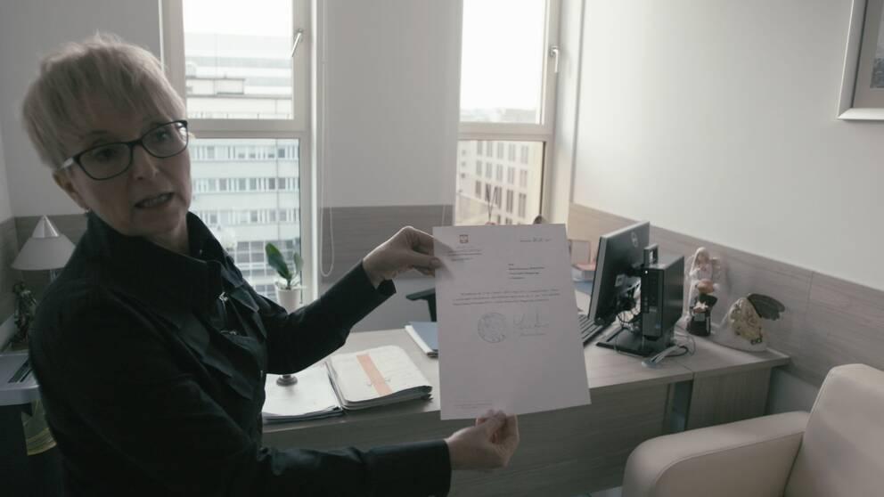 Beata Morawiec är domare i hovrätten i Krakow men får inte längre vara ordförande i rätten. I ett brev från justitieministern meddelas att hon fått sparken.