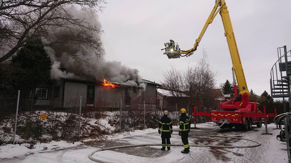 Kraftig villabrand i vasteras
