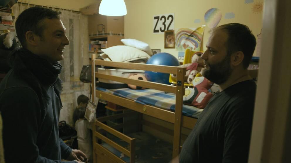 Marcin Kreis bor med två barn i utkanten av Warszawa. Han har fått det bättre på senare år, berättar han för SVT Nyheters Europakorrespondent Christoffer Wendick.