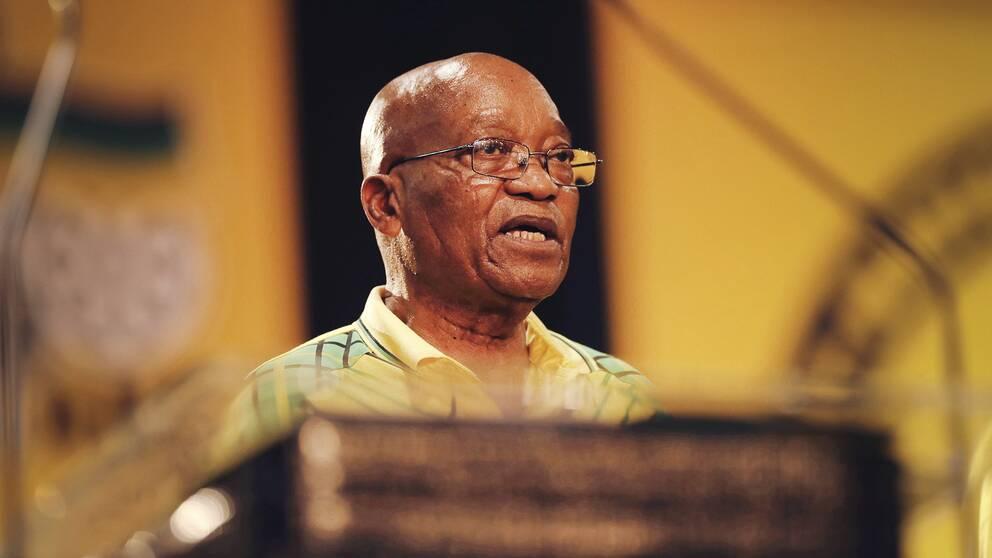 Sydafrikas president Jacob Zuma står mycket nära den familj som sydafrikanska specialstyrkor slagit till mot.