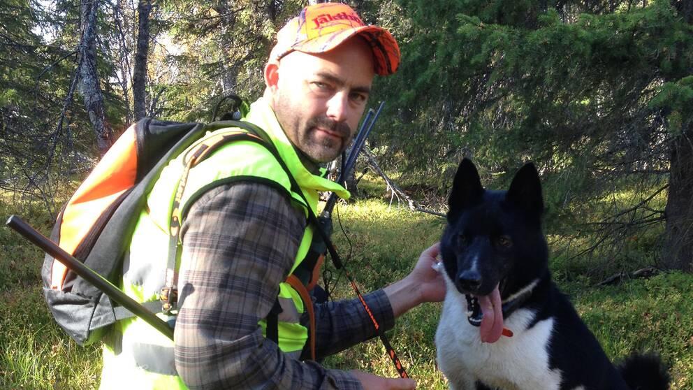 Magnus Bidner i Sorsele jagar småvilt med blyfritt hagel men föredrar blykulor när han jagar älg.