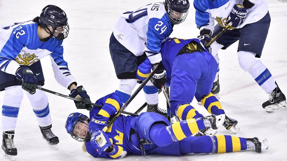 Damkronorna vann mot finland