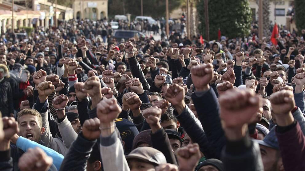 I Marocko har protester ägt rum för sociala reformer. I början av februari i år demonstrerade människor i staden Jerada sedan gruvarbetare dött under arbete i en gruva.