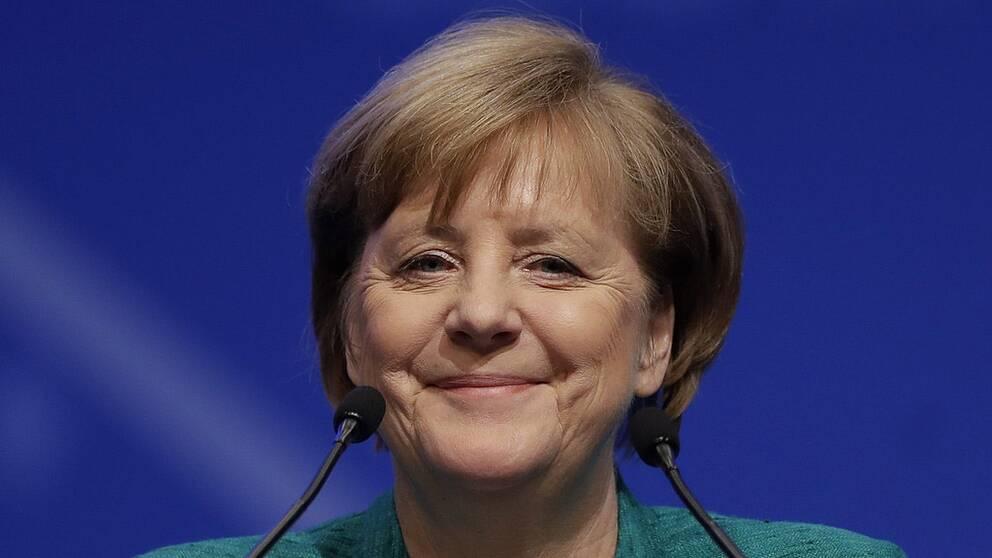 Angela Merkel har stöd i CDU:s partistyrelse för sitt förslag av Annegret Kramp-Karrenbauer till ny generalsekreterare i CDU.