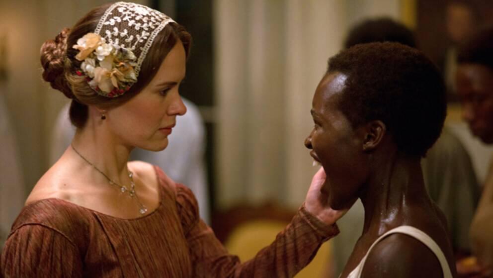 "Sarah Paulson och Lupita Nyong'o i Steve McQueens ""12 Years a Slave"""