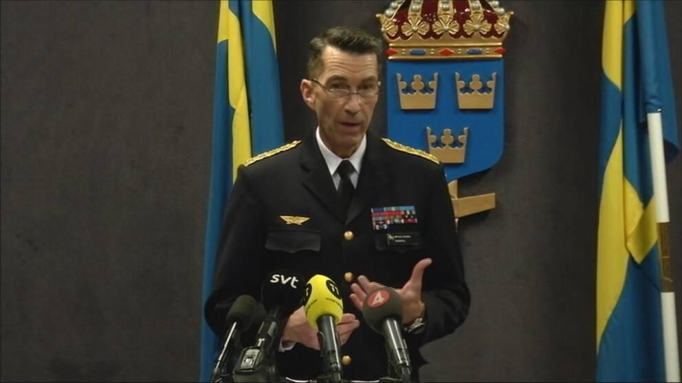 Micael Bydén från Försvaret presenterar det nya budgetförslaget.