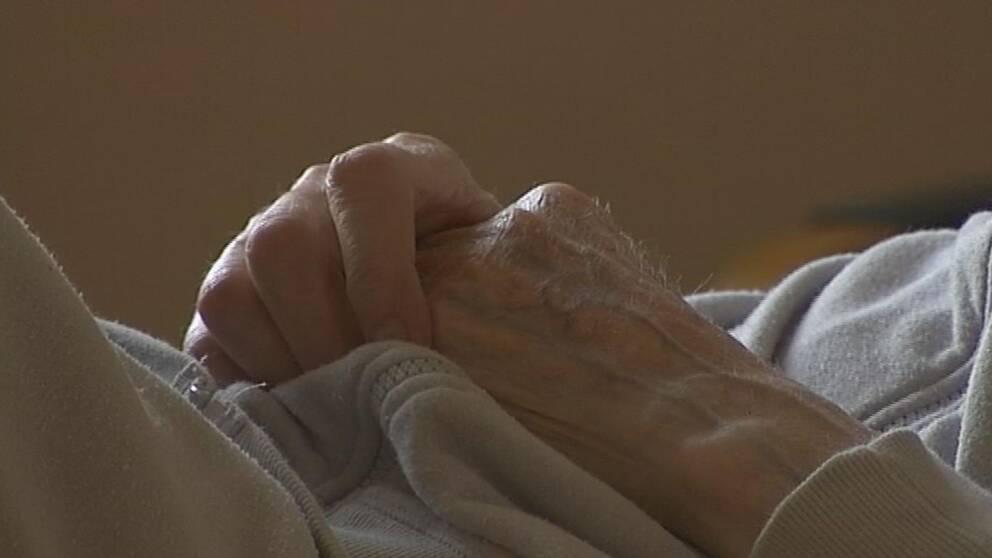 Två äldreboenden i Nyköping inför sex timmars arbetstid på försök.