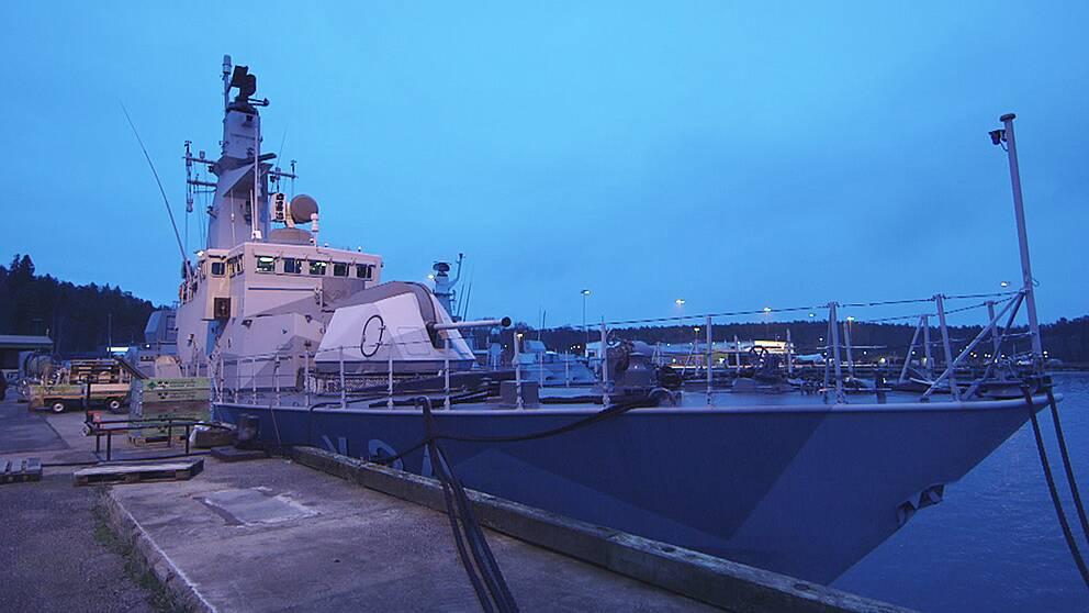 HMS Sundsvall, ett av Sveriges sju kvarvarande ytstridsfartyg. Kanske blir det snart bara fem kvar.