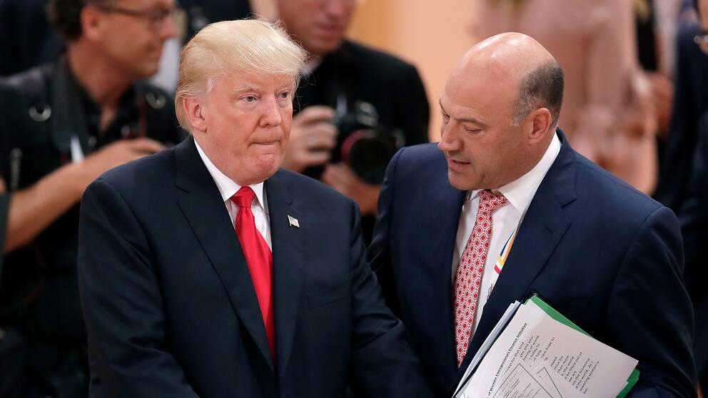 Gary Cohn pratar med Donald Trump under G-20-mötet i Hamburg 2017.