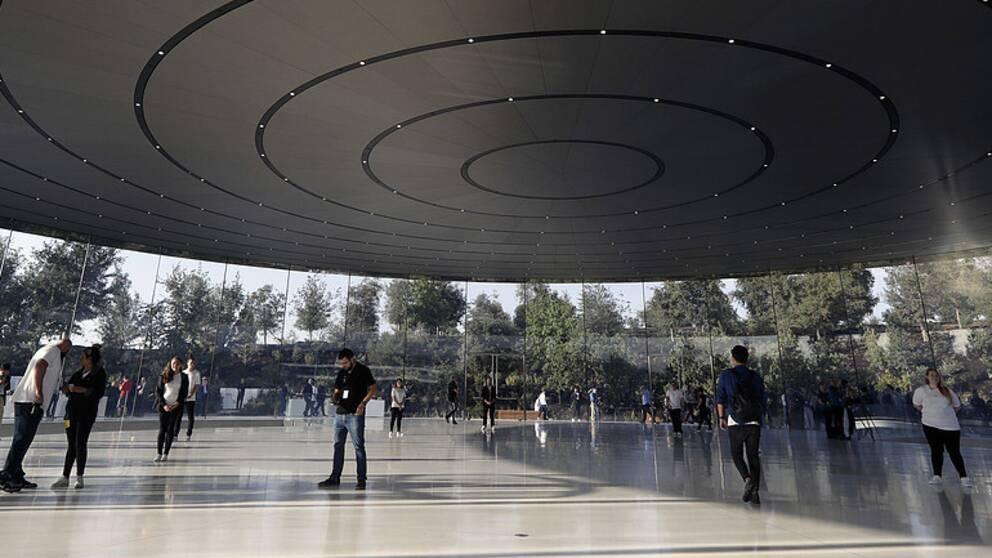Apple´s nya besökscenter är byggt av glas och invigdes nyligen.