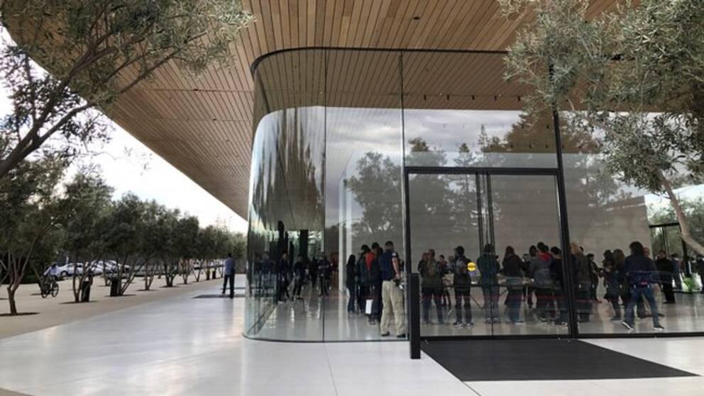 Det nya besökscentret vid huvukontoret Apple Park i Cupertino, Kalifornien.