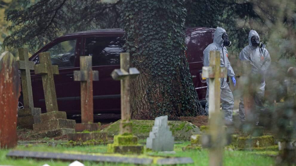 Kyrkogården där Sergej Skripals fru och son ligger begravda undersöks.