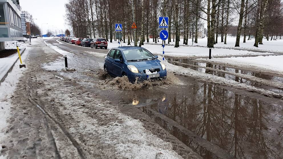 Så här såg det ut på Strandvägen i Karlstad på måndagsmorgonen