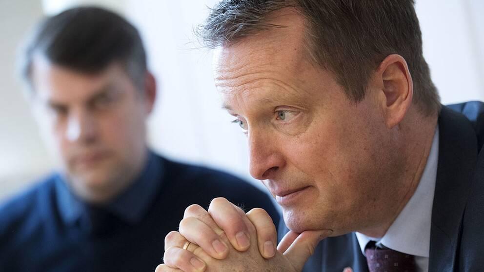 Anders Ygeman (S) och Andress Schönström (S) i bakgrunden.