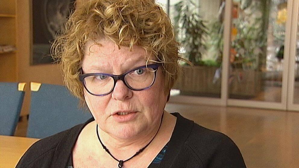 Sparkade landstingsdirektören får skarp kritik från Justitieombudsmannen för sin hantering av de beryktade Thelinavtalen. Bergström har hela tiden försvarat sig med att ärendet varit känt inom en vidare krets inom organisationen.